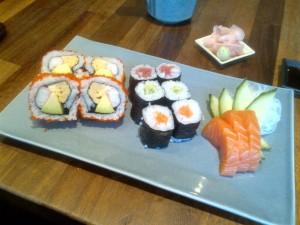 Maki and sashimi set
