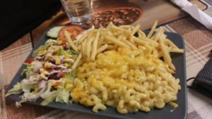 Macaroni cheese and chips